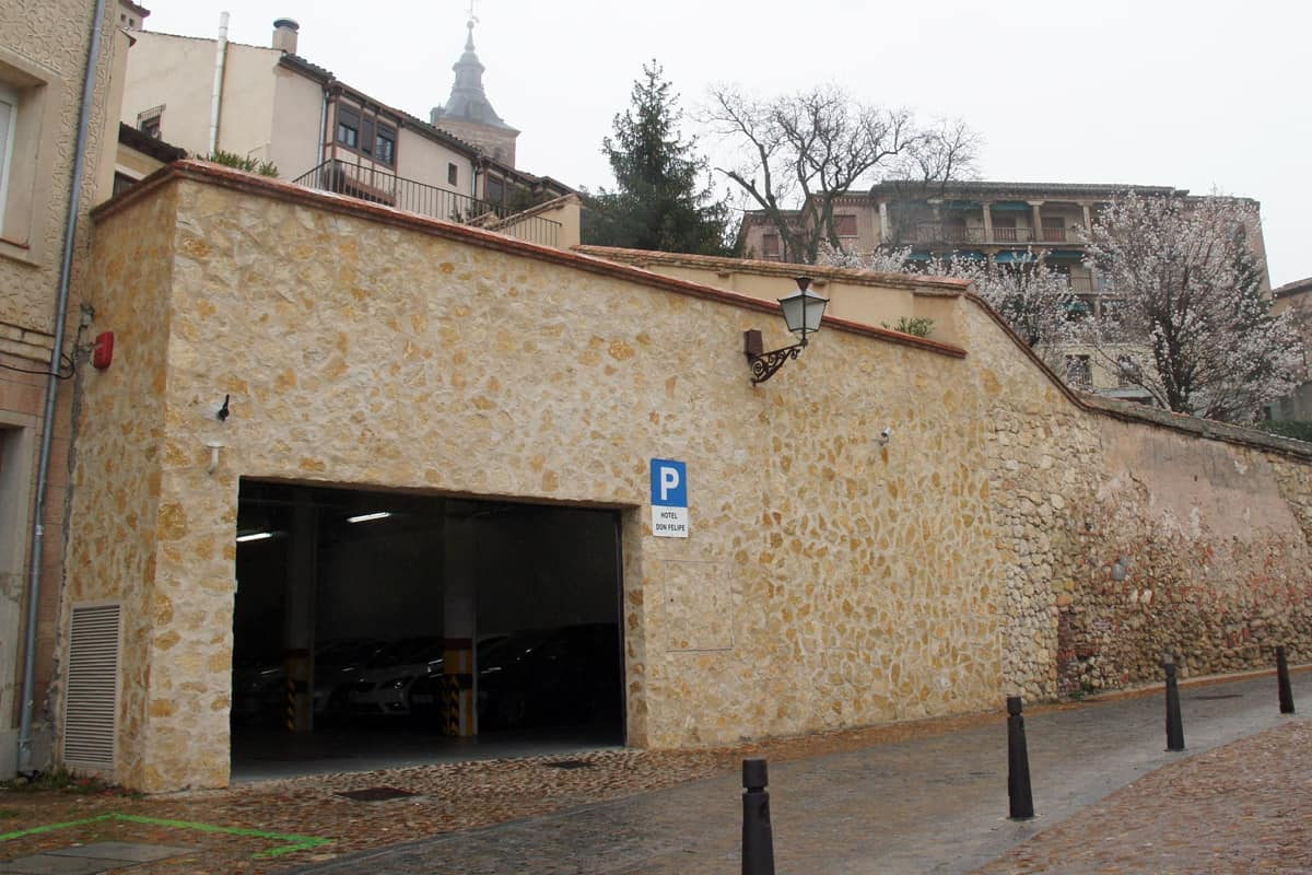 Garage entry Hotel Don Felipe, Segovia